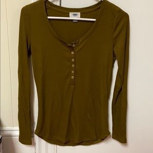 Green ribbed long sleeve shirt